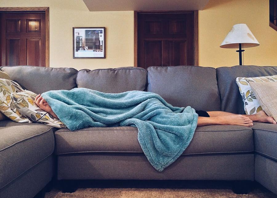 Horečka, bolesti svalů, kašel. Chřipku se nevyplácí podceňovat.