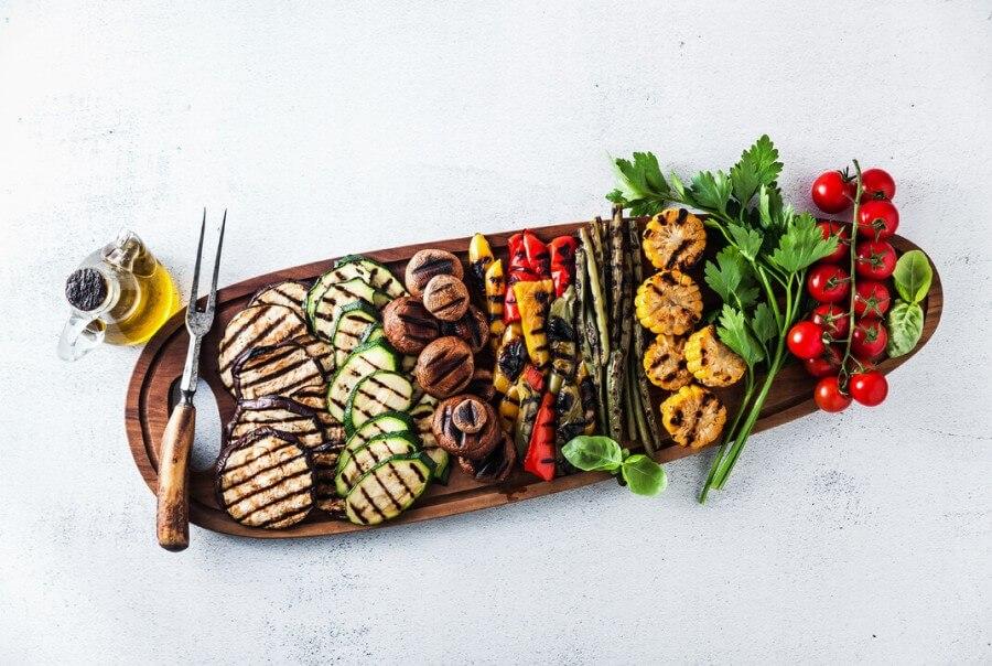 Dopřejte si v létě lehkou stravu a pozvěte na zeleninovou grilovačku i přátele
