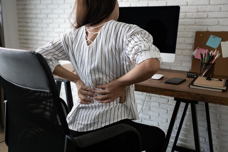Bolesti zad se můžete vyvarovat správným sezením a pravidelným pohybem